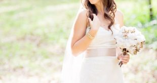 Rustic wedding by Alicia Q. Photography Bride pose cotton bouquet 2019 Rustic ...