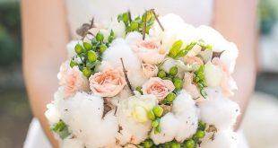 Vintage Orlando Lake Lucerne Wedding 2019 Roses and Raw Cotton bouquet Photogr ...